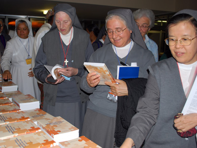 Rome. Sr. Anita Deleidi presents the book edited by Sr. Maria Pia Bianco, <em>The Journey of the FMA Institute in the  furrows of history</em>.