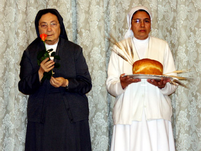 Rome. The Sisters of CIMAC animate the Mass. La Madre and Suor Sandra Elisabeth Yela, provincial of CAM, bring objects symbolizing the different conferences.