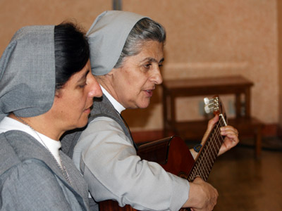 Rome. Sr. Cecilia Camacho, provincial of the Colombian province CBN, and Sr. María Teresa Aguirre Guzmán, delegate of the Colombian province CBC, play the guitar for the closing hymn of the Good Night.