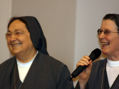 Rome. Mother Antonia and Sr. Ciri Hernández entrust the neo-missionaries to the provincials who welcome them into their communities.