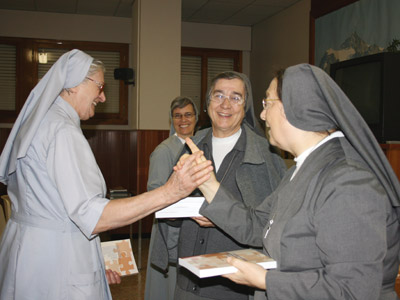 Rome. Mother Antonia with Sr. suor Carmen  Rosa Tallo, animator of the Generalate community, distribute to the community the book written by Sr. Maria Pia Bianco.