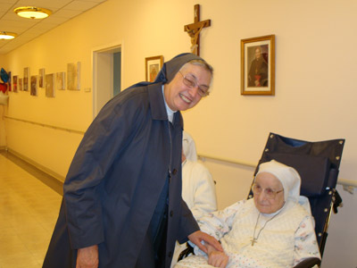 "New Jersey. Visit of M. Yvonne Reungoat to the province ""St. Philip the Apostle"" (SUA). With Sr. Lydia Carini, former General Councilor for the Missions (1969-81)."