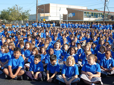 "Louisiana. Visit of M. Yvonne Reungoat to the province ""St. Philip the Apostle"" (SUA). Nearly 1,400 students from ""Immaculate Conception"" elementary school and ""Academy of our Lady"" high school listen to M. Yvonne."