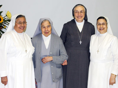 "Texas. Visit of M. Yvonne Reungoat to the province ""Mary Immaculate"" (SUO). With the three Sanchez Sisters: Josie, Jane and Assunta in San Antonio."