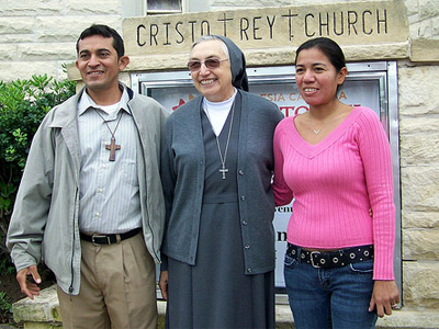 "(Texas). Texas. Visit of M. Yvonne Reungoat to the province ""Mary Immaculate"" (SUO). With members of the Juventud Misioneros from Cristo Rey Parish, Austin."