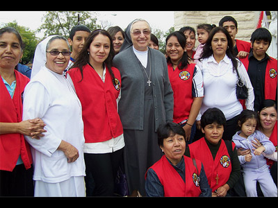 "Texas. Visit of M. Yvonne Reungoat to the province ""Mary Immaculate"" (SUO). With Sr. Maria Rodriguez and catechists of the Liturgy of the Word for children of Cristo Rey Parish, Austin."