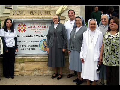 "Texas. Visit of M. Yvonne Reungoat to the province ""Mary Immaculate"" (SUO). With some Sisters and Salesian Co-operators at Cristo Rey Parish, Austin."