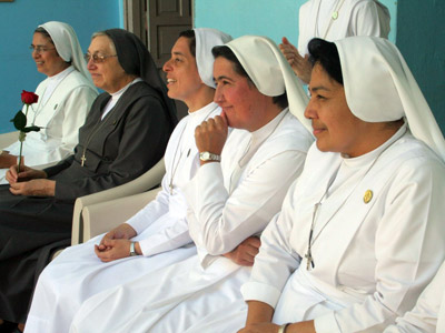 "Visit of Mother Yvonne Reungoat to the Central American province ""Holy Saviour"" (CAM)."