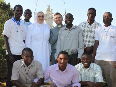 Lusaka (Zambia). Mother, the Novice master SDB Fr. Krystopher Rychcik and novices.