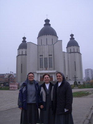 Lviv. Visit of Sr. Maria Americo to the Pre-province of East Europe (EEG).  With Sr. Teresa Szewe, Superior of the Pre-Province and Sr. Tiziana Borsani, economer of the Pre-Province.