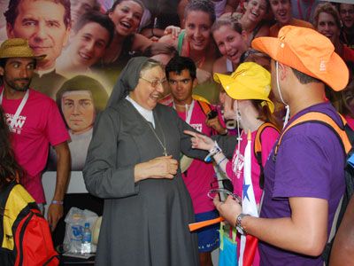 Madrid. Mother General inaugurates the vocation exhibit of the Salesian Family. Meets young, FMA, SDB.