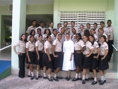 Sr Maritza Ortiz with the last class of Mary Help of Christians School