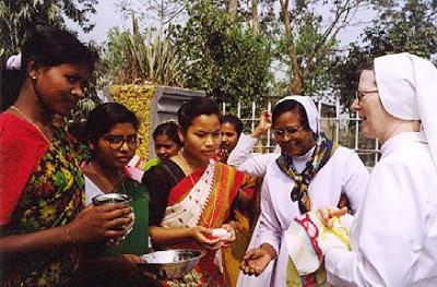 February – Moment of welcome for Sr Ciri from the girls of the Krishnnagar School