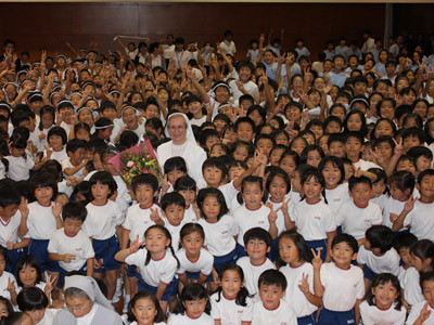 Tokyo - Akabane. Canonical visitation of Sr. Giuseppina Teruggi to the province of Alma Mater (GIA). Elementary school.