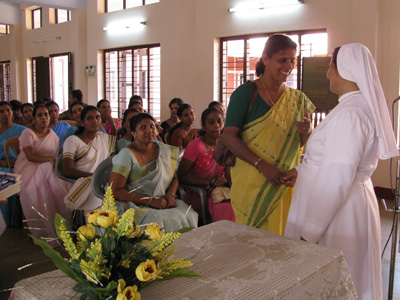 "Kunnamangalam (Kerala). Canonical Visit of Sr. Lucy Rose Ozhukayil to the province of ""Sacred Heart of Jesus"" (INK). With the high school teachers."