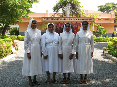 "Khammam (Andhra Pradesh). Canonical Visit of Sr. Lucy Rose Ozhukayil to the province of ""Sacred Heart of Jesus"" (INK). With the Sisters of the community."