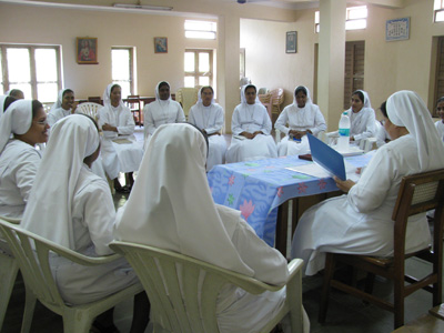 "Guntur (Andhra Pradesh). Canonical Visit of Sr. Lucy Rose Ozhukayil to the province of ""Sacred Heart of Jesus"" (INK). Meeting with the temporary professed."