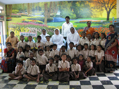 "Ongole (Andhra Pradesh). Canonical Visit of Sr. Lucy Rose Ozhukayil to the province of ""Sacred Heart of Jesus"" (INK). With the Sister and children who present the ""Back to School"" program."