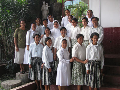 Dili. Canonical visit of Sr. Lucy Rose – East Timor and Indonesia (TIN). The community with young women in vocational discernment.