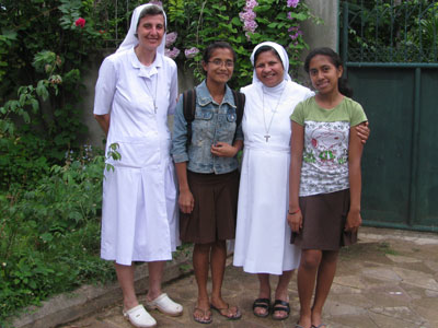 Baucau. Canonical visit of Sr. Lucy Rose – East Timor and Indonesia (TIN). With the animators of the oratory.