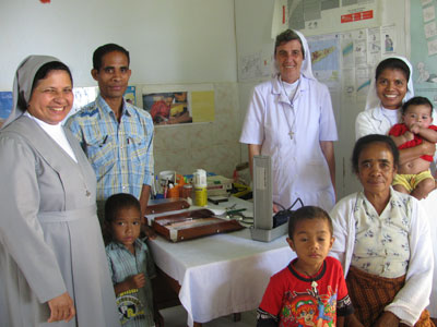 "Venilale.  Canonical visit of Sr. Lucy Rose – East Timor and Indonesia (TIN). Visit to the clinic ""Mary Help of Christians""."