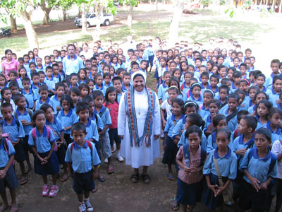 Fuiloro. Canonical visit of Sr. Lucy Rose – East Timor and Indonesia (TIN). Visit to the Kindergarten school.