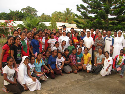 Fuiloro.  Canonical visit of Sr. Lucy Rose – East Timor and Indonesia (TIN). With the animators of the oratory.
