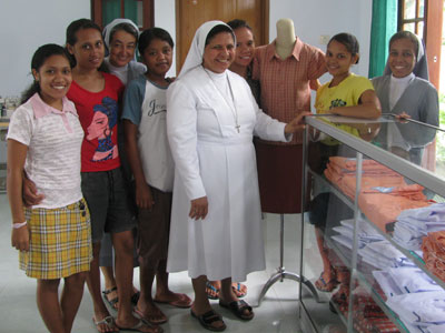 Dili - Comoro. Canonical visit of Sr. Lucy Rose – East Timor and Indonesia (TIN). Visit to the workroom.