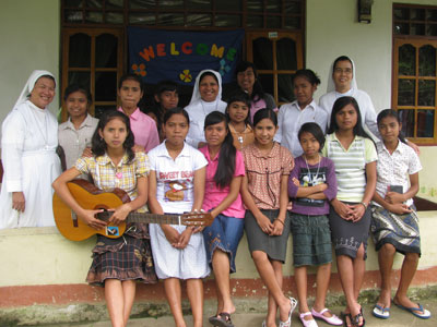 Pala, Indonesia. Canonical visit of Sr. Lucy Rose – East Timor and Indonesia (TIN). Meeting with women residents.