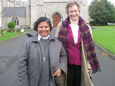 "Dublin. ( S. M. Mazzerello). Sr. Lucy Rose Ozhukayil  nell' Università "" All Hallows"" dove Sr. Jennifer Perkins anima "" Youth Retreat""."