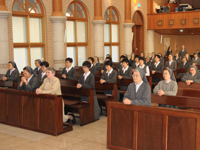 "Seoul. Visit  of Sr. Alaide Deretti to the province of ""Morning Star"" (KOR)."