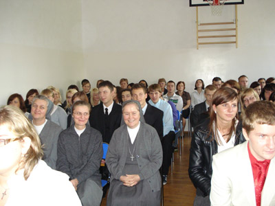 Suwałki. Canonical visit of Sr. Carla Castellino to the Polish Province of Our Lady of Jasna Gòra (PLJ). With some students.