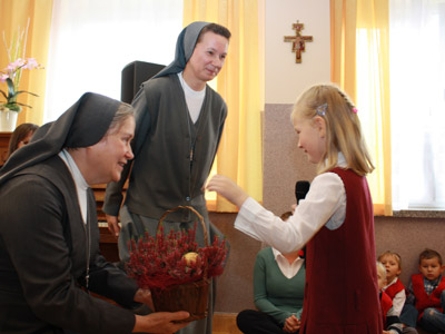 Warsaw. Canonical visit of Sr. Carla Castellino to the Polish Province of Our Lady of Jasna Gòra (PLJ). Greetings from the children.