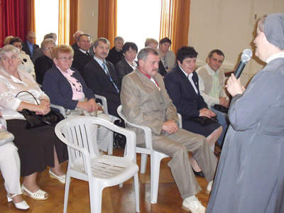 Pogrzebień. Canonical visit of Sr. Carla Castellino to the Polish Province of Our Lady of Jasna Gòra (PLJ). With the families of the Sisters of Pogrzebien.