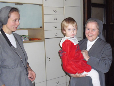 "Pogrzebień. Canonical visit of Sr. Carla Castellino to the Polish Province of Our Lady of Jasna Gòra (PLJ). With the youngest of the ""casa famiglia""."
