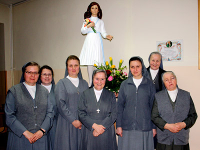 Cracow. Canonical visit of Sr. Carla Castellino to the Polish Province of Our Lady of Jasna Gòra (PLJ). With the community.