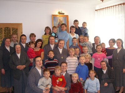 Lódz S.G.Bosco. Canonical visit to the Polish Province of Our Lady of Jasna Gòra (PLJ). Community and children in the hostel.