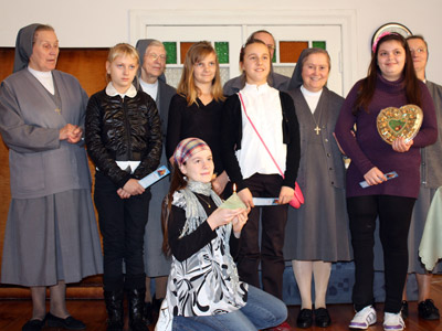 Poznań Maria Ausiliatrice.  Canonical visit to the Polish Province of Our Lady of Jasna Gòra (PLJ). Girls of the missionary group.