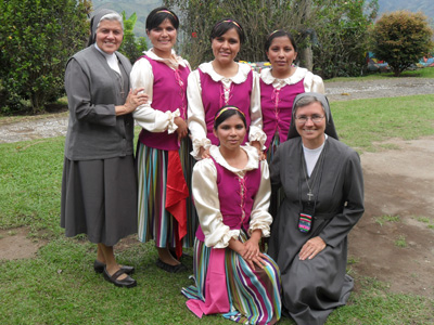 Manizales. Sr. Marija Peče visits the community and novices of the novitiate Maria Auxiliadora.