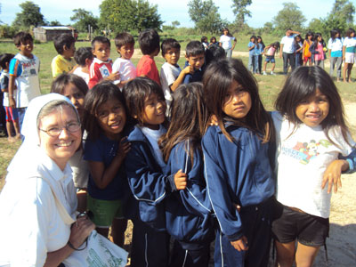 Carmelo Peralta. Visit of Sr. Marija in Paraguay. With the indigenous Ayoreos.