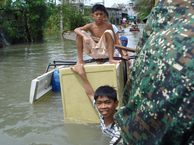 Flood in Manila. Our Sisters launched the relief operations.
