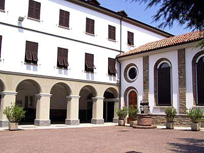 El corredor del Colegio de Mornés